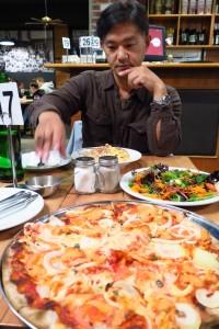 サーモンのピザ