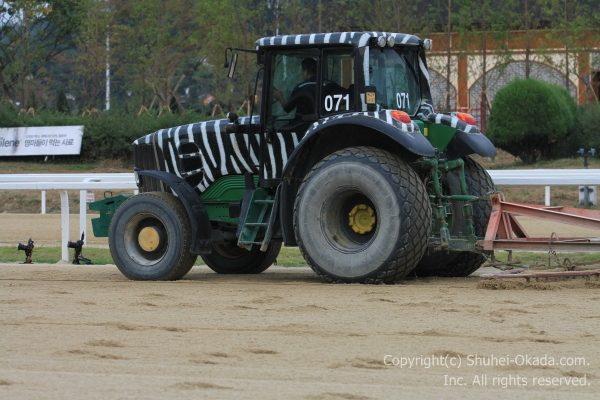 馬場整備のトラクター1